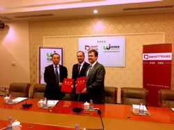 SmartTrans Chairman the Hon. Mark Vaile AO and Managing Director Bryan Carr at the signing of the Wjike agreement with Wjike CEO Liu Yibo.