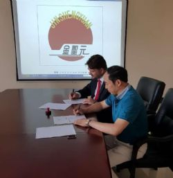 Image Mr. Xu (Yantai General Manager) and Mr Boyle (Ardiden CEO & Executive Director) signing the Term Sheet at the Yantai head office.