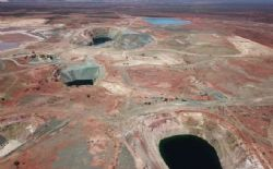 Mining recently commenced at the East West starter pit < 1km from the Wiluna plant – looking south