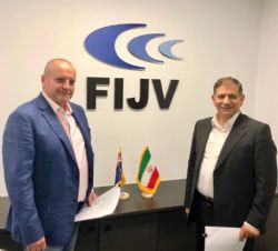 Venus Metals Managing Director Matthew Hogan with FIJV Chairman Mohammad Vahid Sheikhzadeh Najjar on signing the binding term sheet.