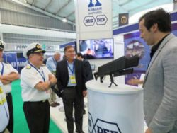 Leiva Molina, Commander in Chief of the Chilean Navy, reviewing DroneGun MKIITM with DroneShield's CEO Oleg Vornik
