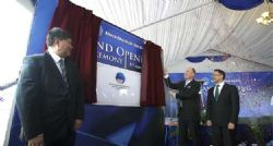 Mr Iggy Tan with German Ambassador and Australian High Commissioner unveiling official opening plaque