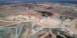Currently mining higher grade ore from East West oxide pit only 1,100m from the Wiluna Gold Plant.